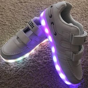 Led lights up shoes for kids
